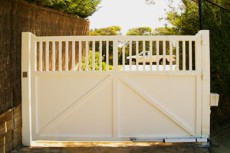 Designing your fence? Over 400 timber gate and fence designs! plus plans, timber guide, Online Special $7.95